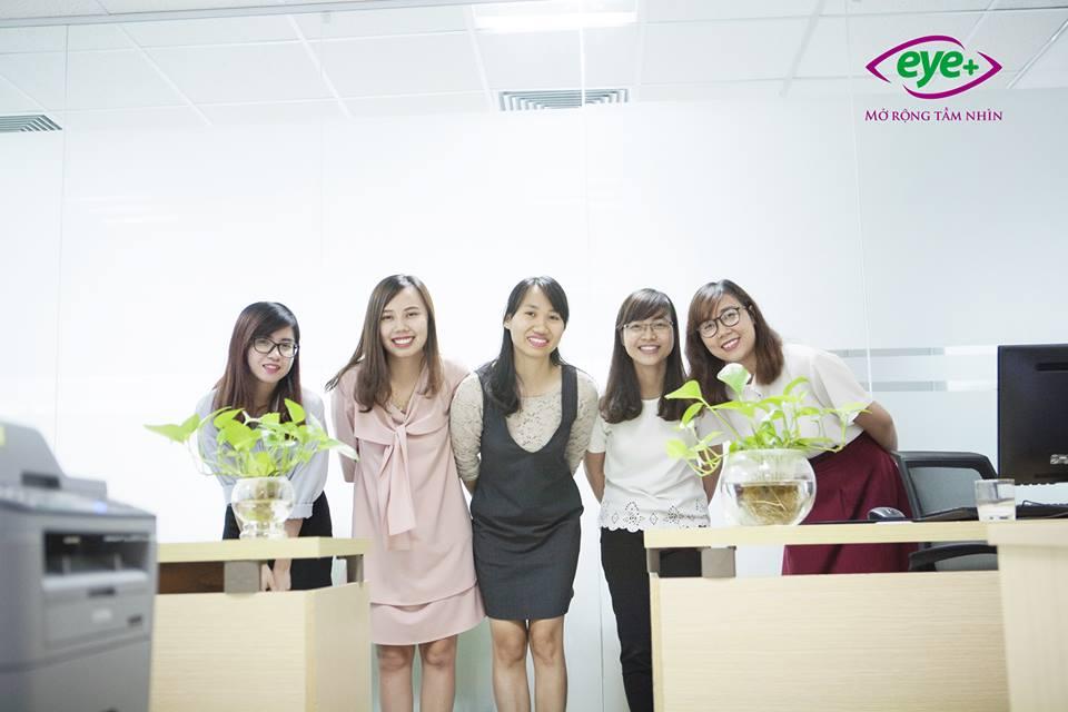 Những cô gái xinh đẹp và luôn tràn đầy TỰ TIN của team KT-HCNS